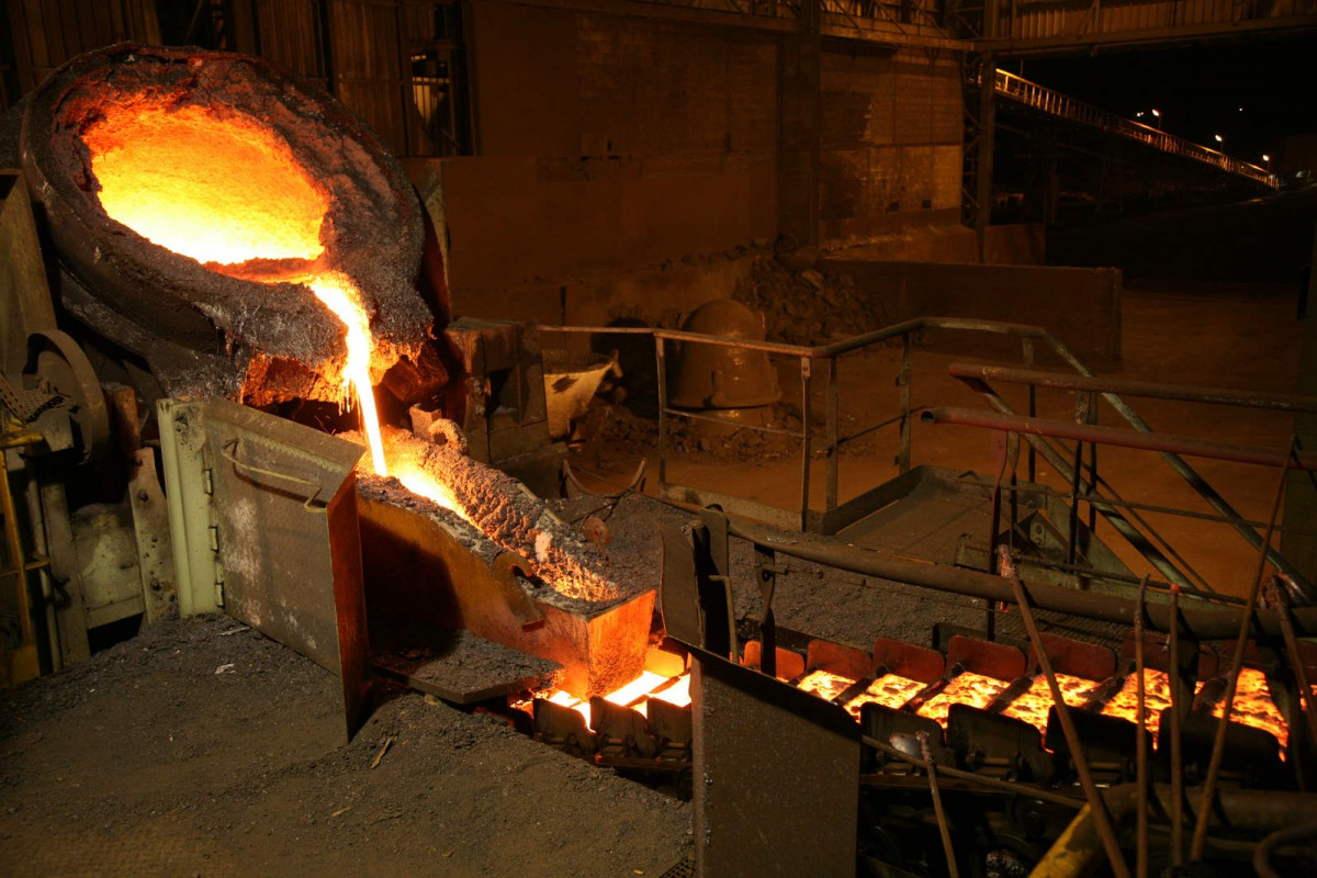 Casting in SLN's plant in New Caledonia (ERAMET group) - © David Becker / ERAMET