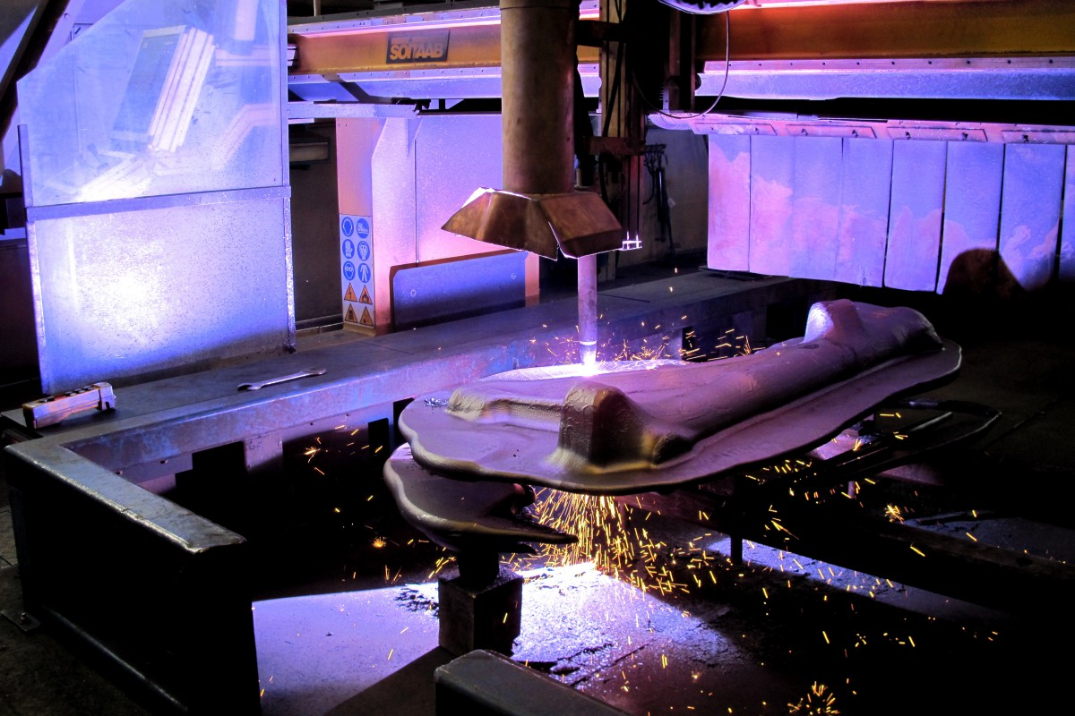Plasma cutting operation in an Aubert & Duval plant, France (ERAMET group) - © ERAMET